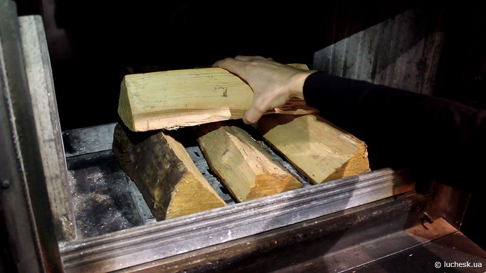 Правильная закладка дров в камин