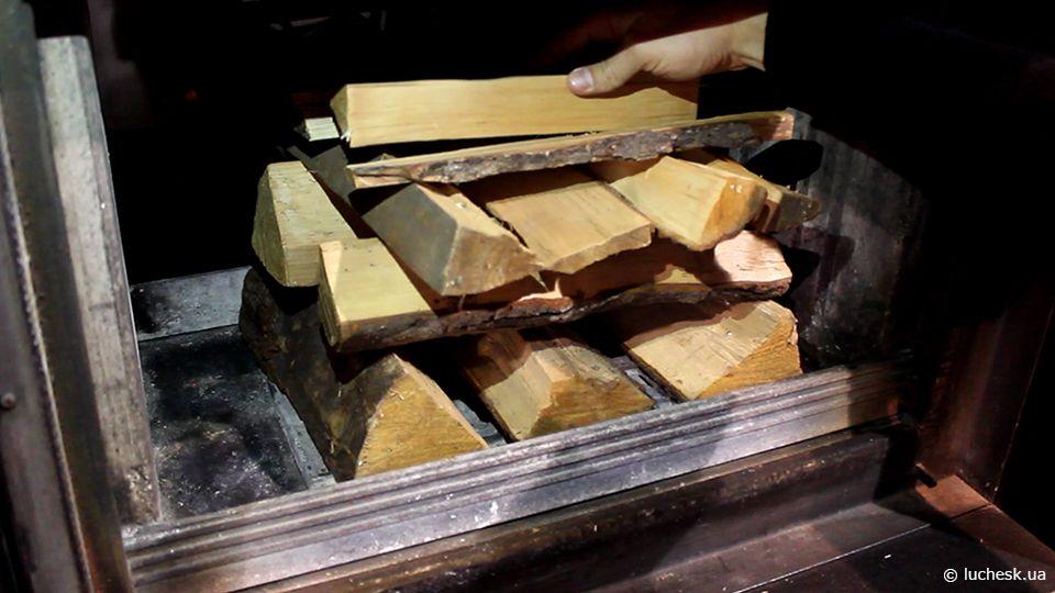 Как правильно укладывать дрова в камине