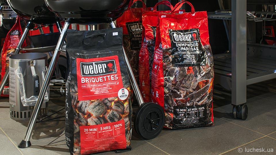 Уголь и брикеты для гриля в магазине Luchesk, фото