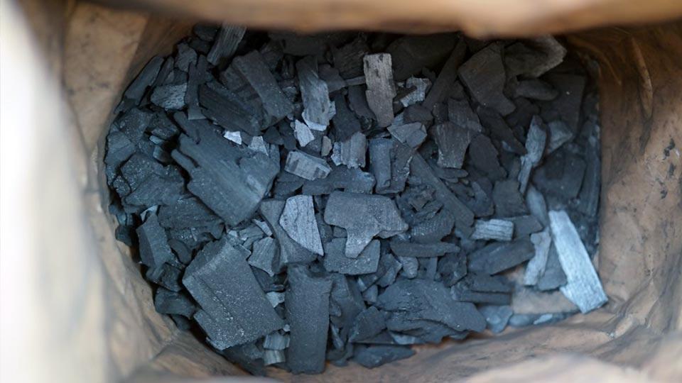 Древесный уголь в мешке