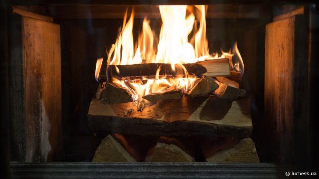 Чем топить камин и какое топливо выбрать для печи и камина
